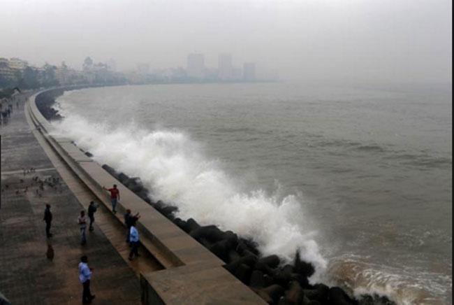 वायू चक्रीवादळ : मुंबईसह महाराष्ट्रातील समुद्रकिनारी नागरिकांना बंदी