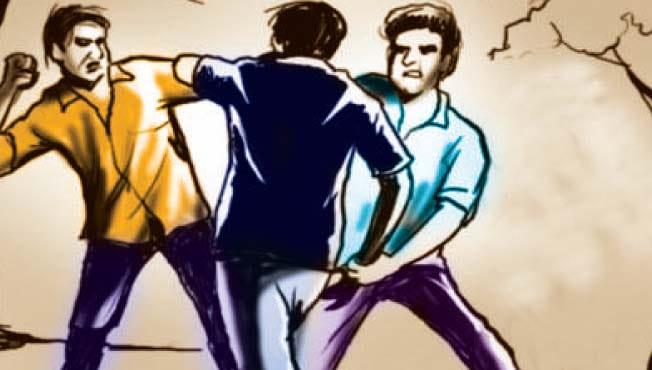सांगली जिल्ह्याच्या महापुरावरून वॉट्सअॅप ग्रुपवर राजकीय टीका केल्याने पुण्यात एका तरुणाला मारहाण